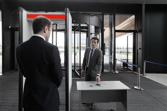 Обеспечиваем безопасность на всех участках предприятия: от входа в здание до рабочего стола, от портативного устройства до ядра системы. Сотрудничаем с мировыми лидерами в сфере ИБ и создаем защищенную ИТ-инфраструктуру